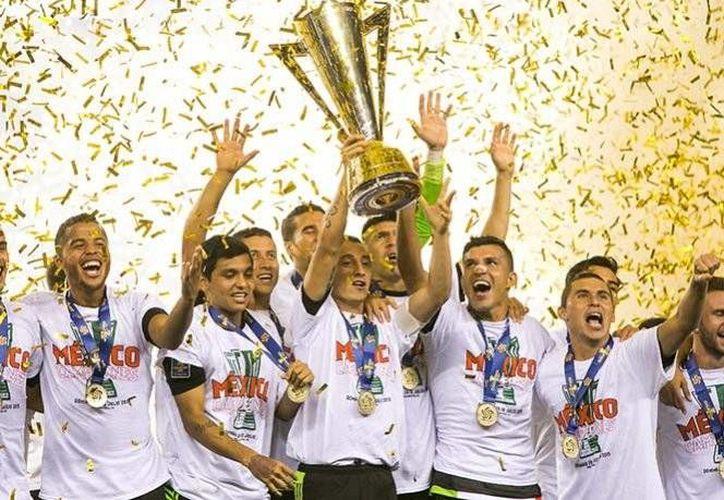 México fue la última selección en lograr el campeonato de la Copa Oro, luego de derrotar a Jamaica,en Julio de 2015.(Archivo/AP)