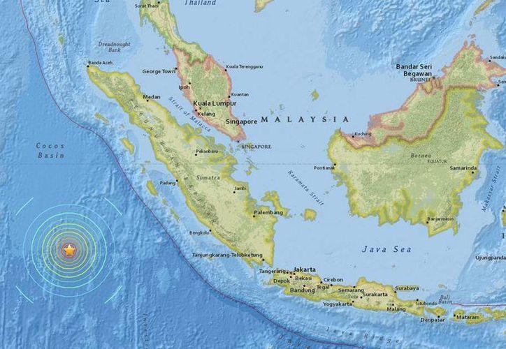 Un sismo de magnitud 7.9 sacudió la isla de Sumatra, lo que motivó una alerta de tsunami. (EFE)