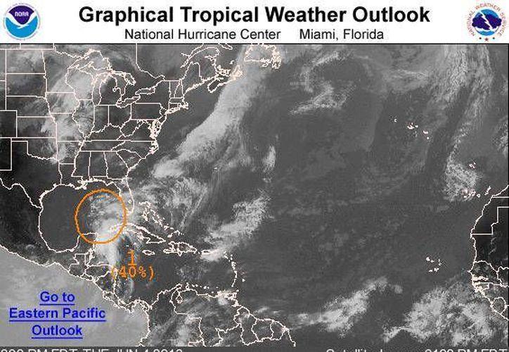 Amplia área de baja presión sigue moviéndose lentamente al Norte. (Centro Nacional de Huracanes de Miami, Florida, Estados Unidos)