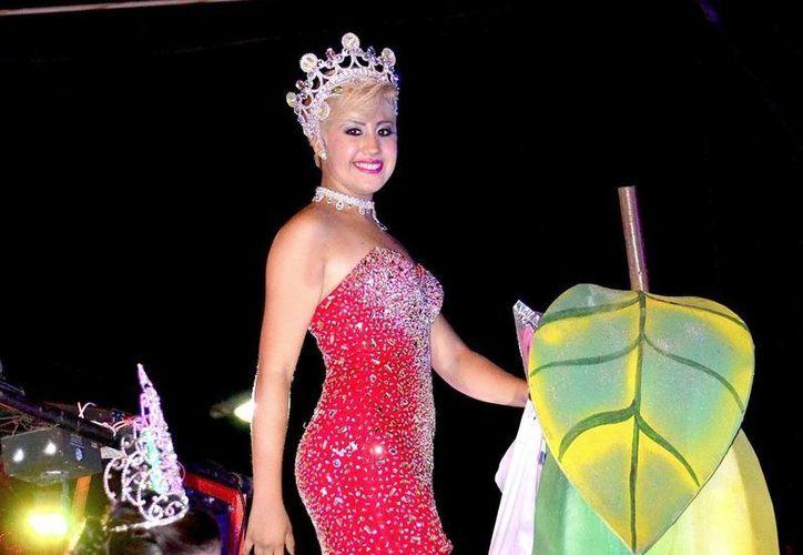 El despojo de la corona de Sonia I hizo arder las redes sociales en Tierra Blanca, Veracruz. (ctierrablanca.mx)