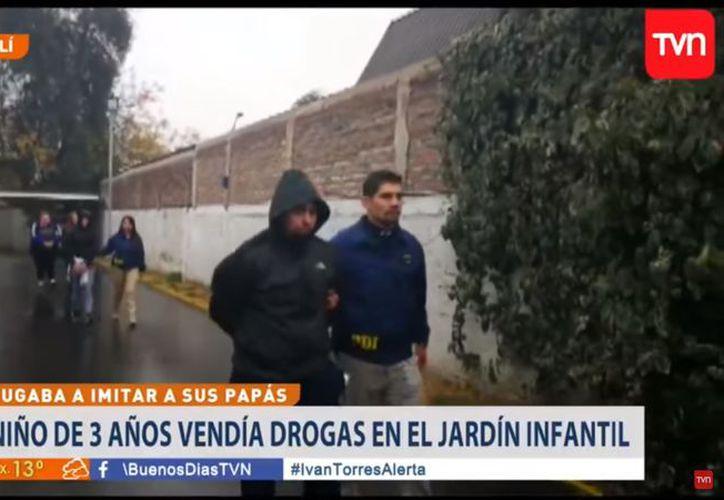 Momento de la detención de los padres del menor. (Foto: TVN)