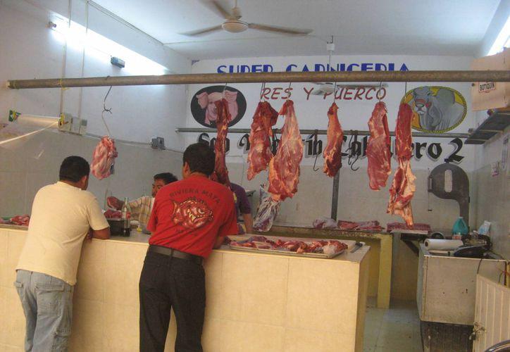 La venta de carne se ha incrementado en 100 %  debido a las fiestas decembrinas. (Rossy López/SIPSE)