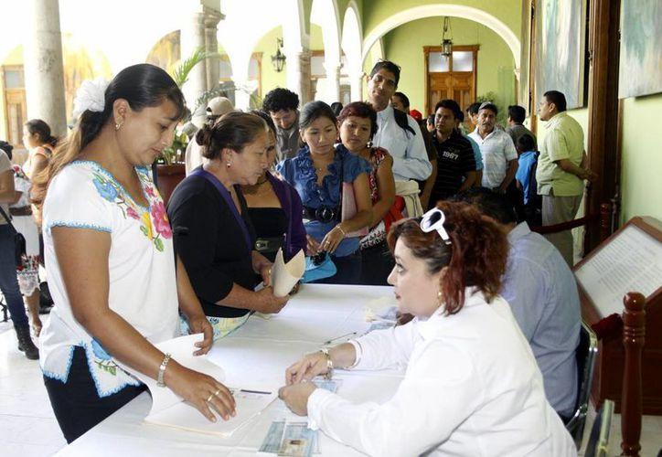 La entrega de recursos se llevó a cabo en Palacio de Gobierno (Christian Ayala/SIPSE)