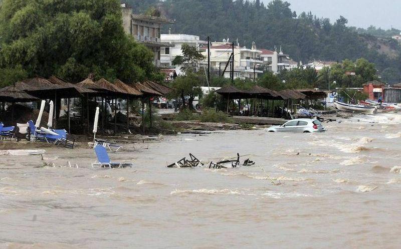Inundaciones en Grecia dejan al menos 15 personas muertas y varias desaparecidas