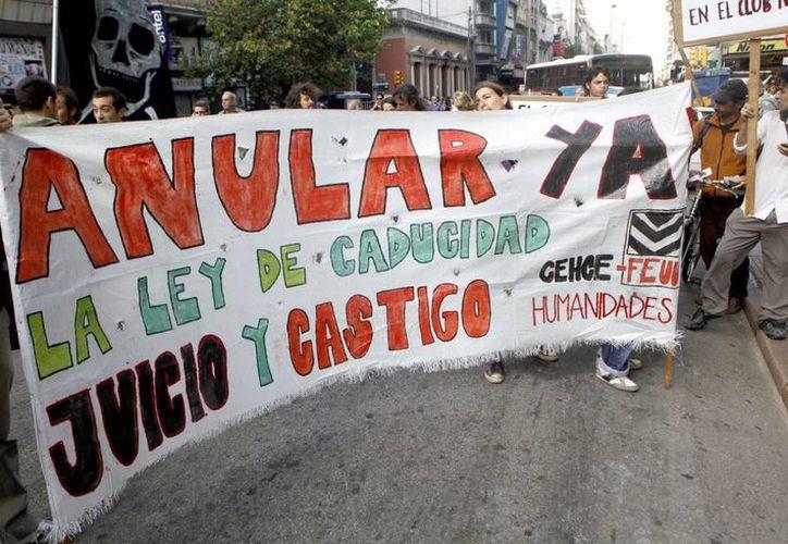 Los manifestantes mostraron su repudio a la decisión. (EFE)