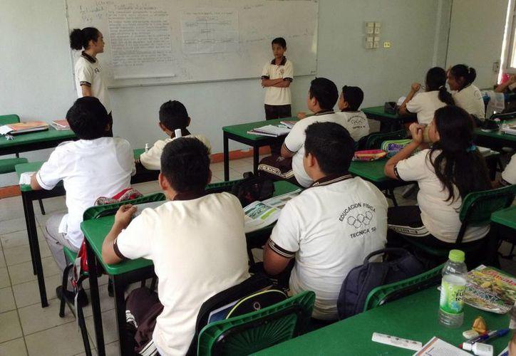Las clases reiniciaron después de la exigencia sindical de que renunciara el titular de Educación estatal, Rodolfo Lara Lagunas. (Notimex)