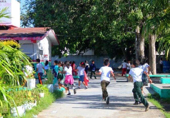 Las escuelas de nivel básico mantendrán sus horarios de entrada. (Redacción/SIPSE)