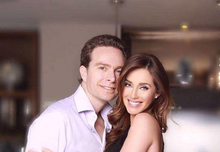 El gobernador de Chiapas, Manuel Velasco, quien aparece en la imagen con su esposa Anahí, es uno de los Mandatarios que no ha presentado su 3de3. (facebook.com/manuelvelascoc)