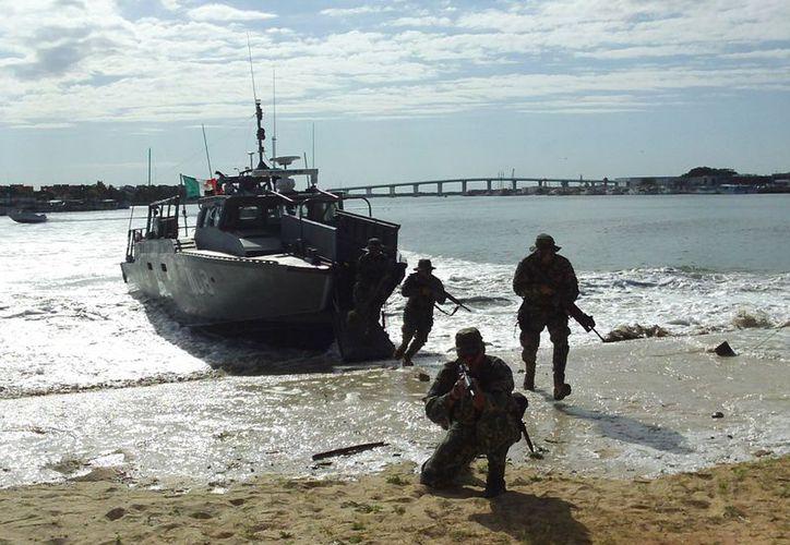El poderío y sincronización de las Fuerzas Armadas fue la tónica del simulacro realizado como parte del evento conmemorativo. (Manuel Pool/SIPSE)