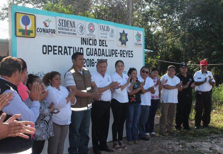 El presidente municipal encabezó el banderazo del operativo Guadalupe-Reyes. (Raúl Balam/SIPSE)
