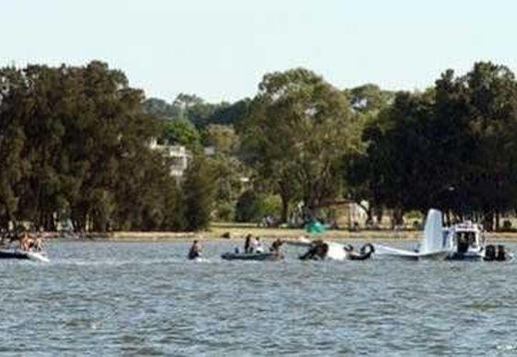 Varias personas registraron el momento de la caída de la aeronave. (Foto tomada de www.excélsior.com.mx)
