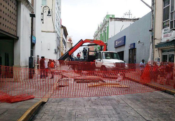 La calle 65 entre 62 y 30 estuvo cerrada desde el mediodia, hasta que terminaron los trabajos. (Milenio Novedades)
