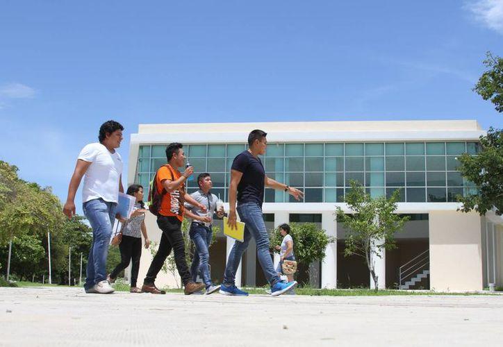 El rector Ángel Rivero Palomo, asistirá a la asamblea en representación de la Universidad de Quintana Roo.(Ángel Castilla/SIPSE)