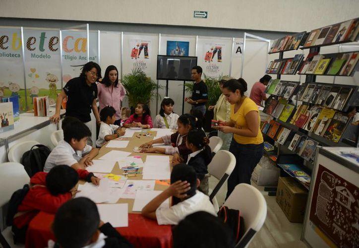 Los niños están entre los principales visitantes de la Filey 2015. (Luis Pérez/SIPSE)