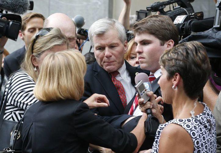 Los cargos contra el exgobernador de Virginia Bob McDonnell son en su mayoría por aceptar regalos de un empresario. (AP)