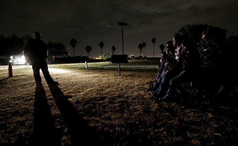 En estados como Nueva Jersey y Florida aumentó la población de indocumentados en tres años. (AP)