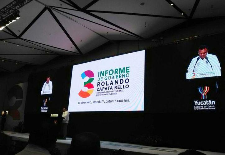 Rolando Zapata Bello, gobernador de Yucatán, inició cerca del mediodía de hoy, su mensaje con motivo de su Tercer Informe. (César González/SIPSE)