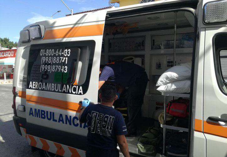 El hombre fue llevado al Hospital General por paramédicos del servicio 911 (Redacción/SIPSE).