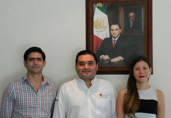Los nuevos representantes de la dependencia estatal fueron recibidos por el cuerpo laboral de la institución. (Cortesía)