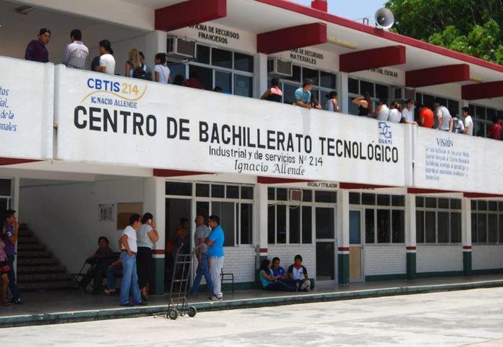 La Secretaría de Educación y Cultura informó que la oferta educativa es de sólo dos mil 675 vacantes para estudiar en Cbtis. (Harold Alcocer/SIPSE)