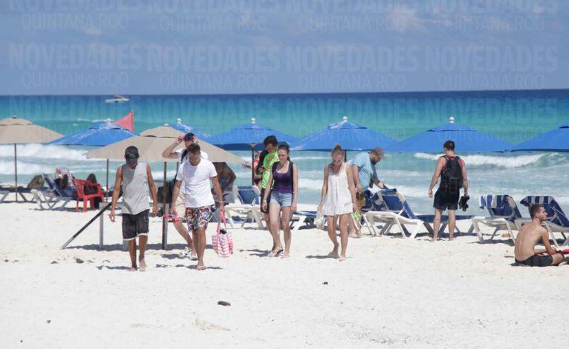 Los turistas jóvenes son provenientes principalmente de Estados Unidos. (Karim Moisés/SIPSE)