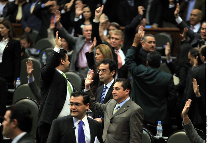Los diputados recalcaron que el 48% de los ingresos de telecomunicaciones son del mercado de telefonía móvil. (Agencia Reforma)