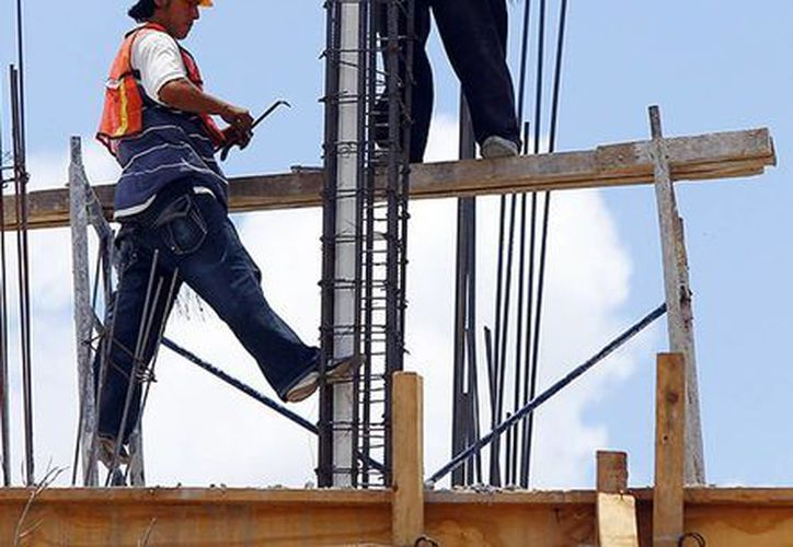 La industria de la construcción registra el sueldo más alto, con 13 mil 346 pesos promedio para trabajadores eventuales. (Milenio Novedades)