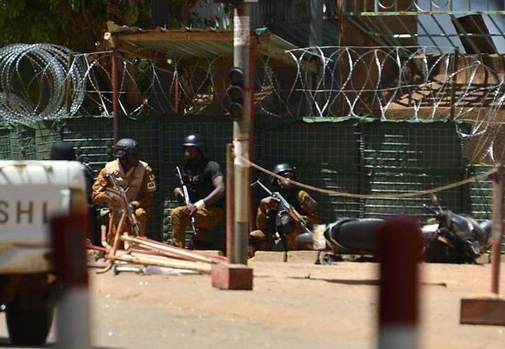 El ataque provocó varios incendios y enfrentamientos con las fuerzas de seguridad. (Foto: El País)