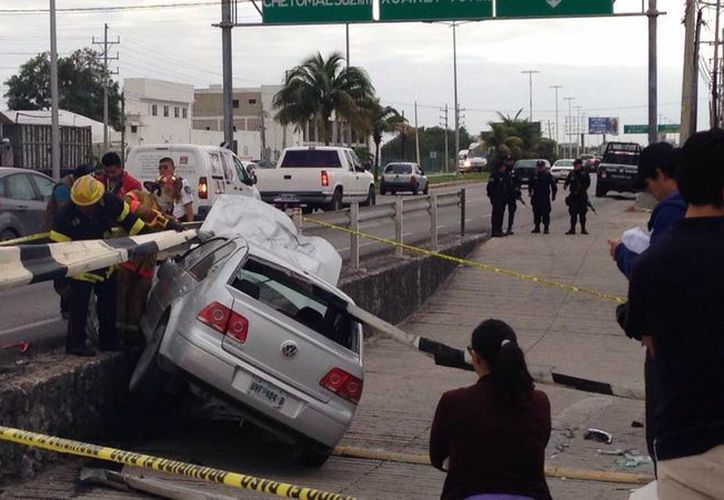 El conductor del vehículo perdió la vida casi de forma instantánea debido al accidente. (Redacción/SIPSE)
