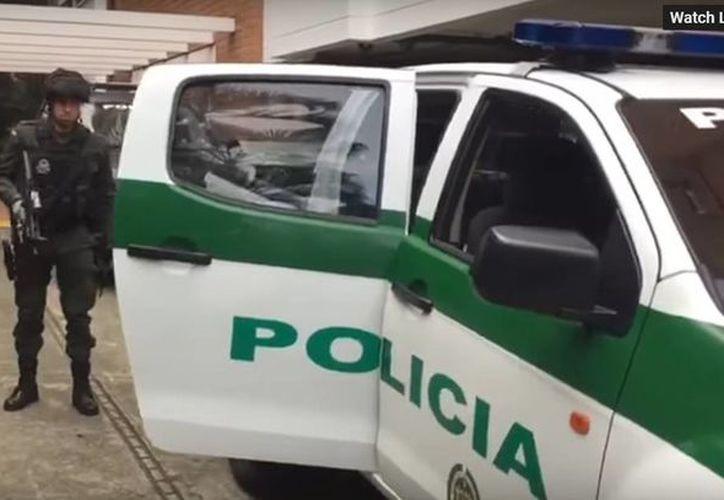 La policía antinarcóticos detuvo en los últimos tres días a diez miembros de esta red de narcotráfico, entre ellos a su jefe, identificado como Camilo. (Captura de pantalla de Youtube/HSB Noticias