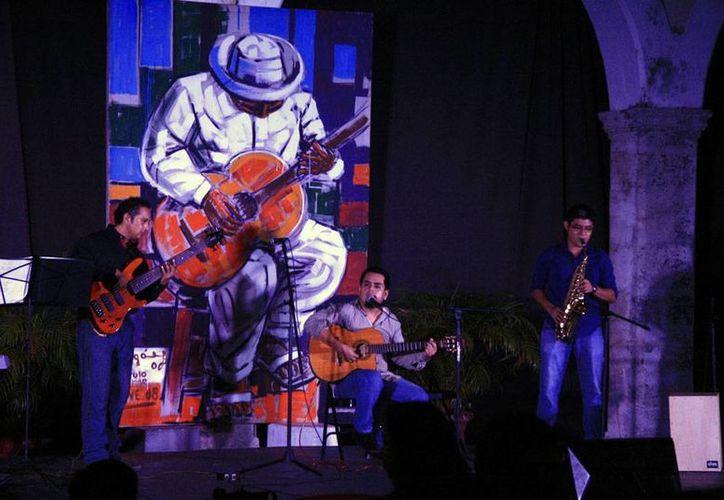 """En la Casa de la Cultura del Mayab con el recital """"Pintando la música"""", por parte de los integrantes del Taller de la Canción Yucateca. (Milenio Novedades)"""