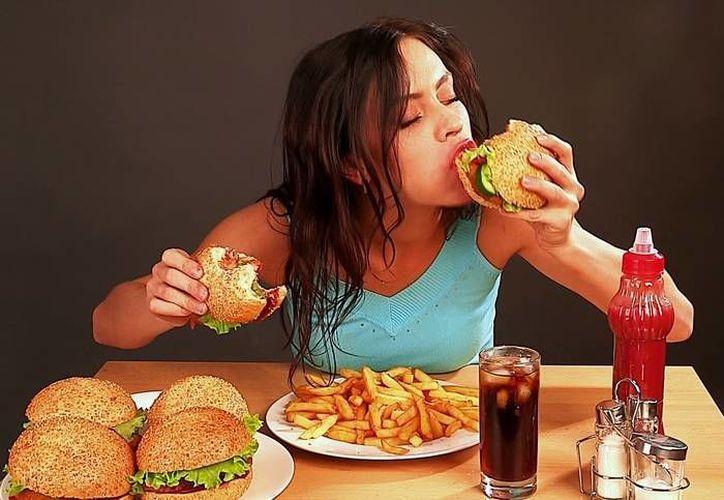Las personas con estrés suelen comer alimentos ricos en calorías. (Foto: Contexto/Internet)