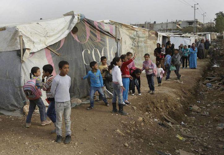La Oficina del Alto Comisionado de la ONU para los Refugiados estimó en mil las familias sirias refugiadas en Líbano en tan sólo este fin de semana. (Agencias)