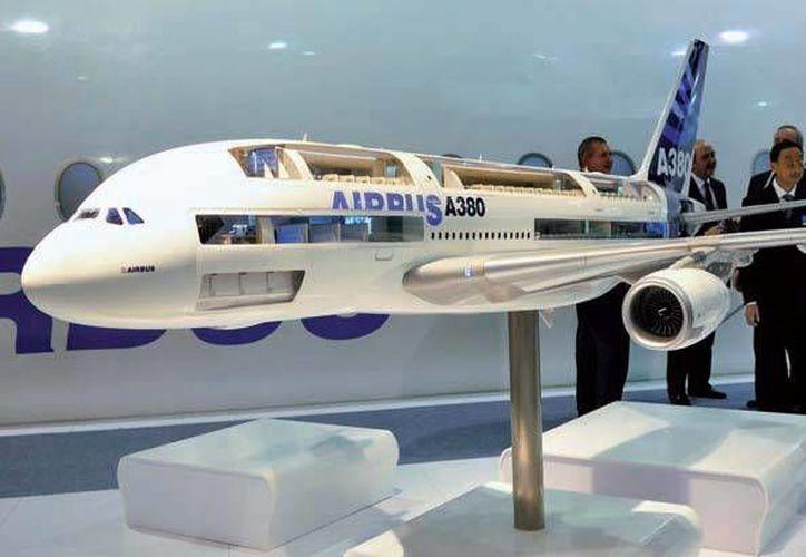 El avión Airbus A380 cuenta con dos pisos y capacidad para 516 personas a bordo. (Foto/tecnicaindustrial.es)