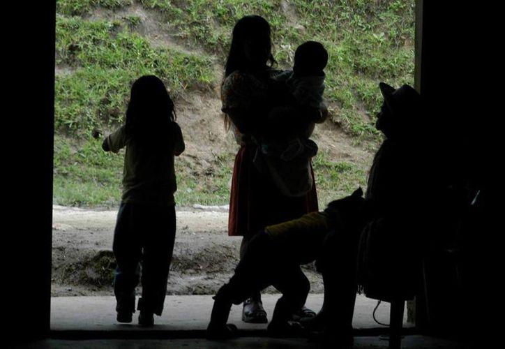 Los ataques de las FARC han dejado sin energía eléctrica a decenas de miles de colombianos en las últimas semanas. (EFE/Archivo)