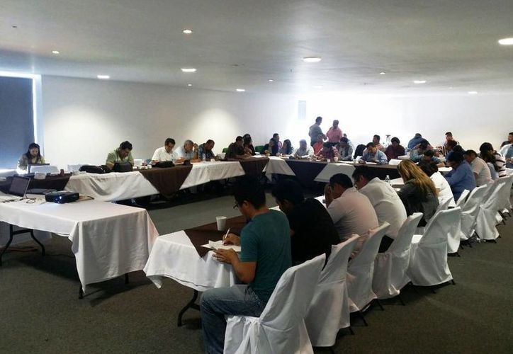 Con la capacitación apoya a los prestadores de servicio con información actualizada sobre el tema. (Edgardo Rodríguez/SIPSE)