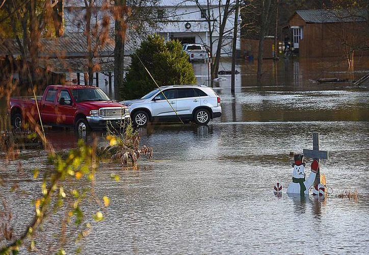 El mal tiempo ha dejado más de 25 muertos en Estados Unidos. La imagen es de una zona en el Estado de Alabama. (AP)