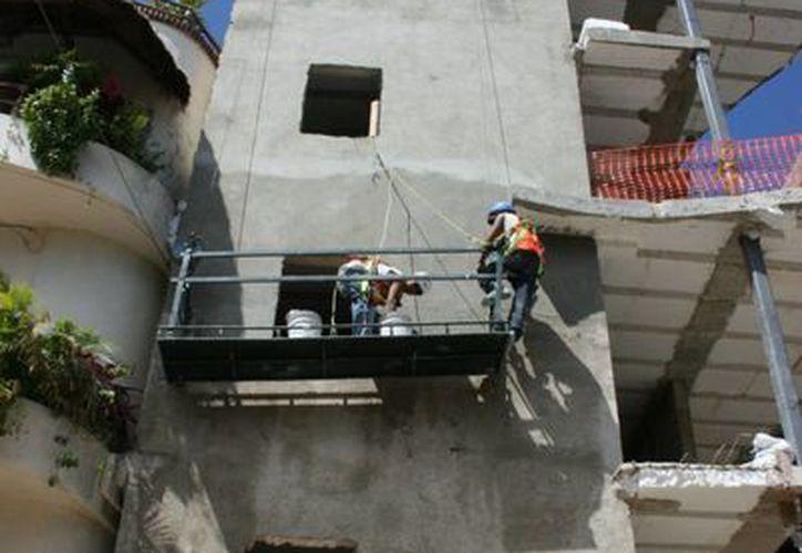 El Ayuntamiento planea modificar dos reglamentos para exigir a las constructoras que coloquen redes de protección a sus obras en edificación.  (Adrián Barreto/SIPSE)