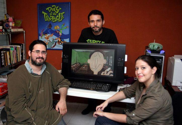 En la foto los creadores de 'El Maestro y la flor', que planean colocarlo en el Tour de Cine Francés. (SIPSE)