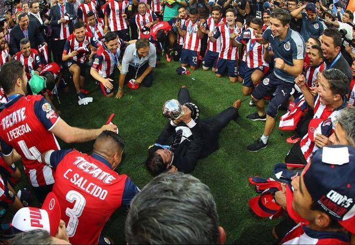 La fricción entre el técnico Matías Almeyda y directiva viene de meses atrás, ahora los jugadores piden la permanencia de su estratega. (Contexto/Internet)