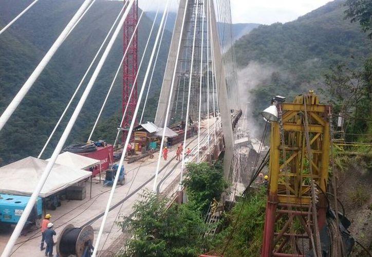 Se presume que el puente se desplomó tras presuntas fallas en la estructura. (Foto: UnoTV)