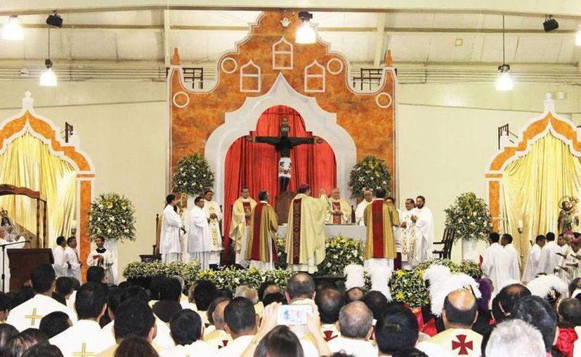 La Iglesia Católica de Yucatán realizó una magna misa para recibir al nuevo arzobispo Gustavo Rodríguez Vega, en el Centro de Convenciones Yucatán Siglo XXI. (Cecilia Ricárdez/SIPSE)
