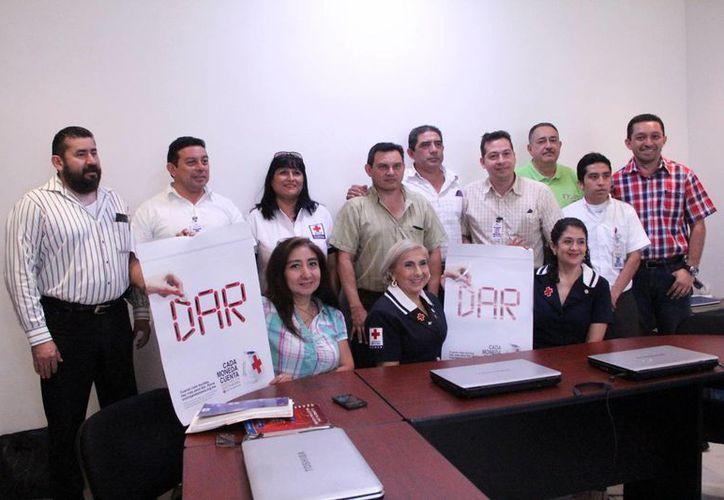 Presentación de la campaña compra y ayuda a la Cruz Roja. (Milenio Novedades)