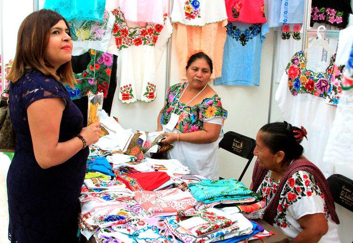 Once tiendas de ropa prevén abrir en cada municipio para comercializar prendas de la región. (Foto: Benjamín Pat / SIPSE)