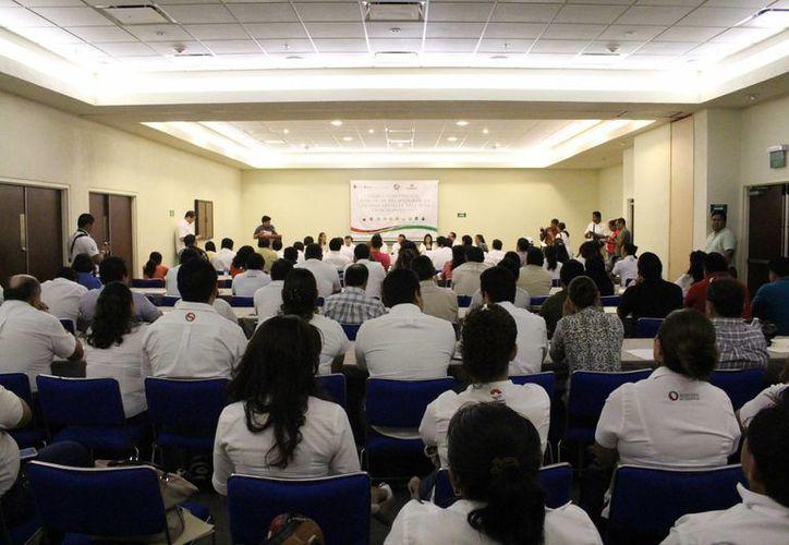 Funcionarios de todo el Estado asistieron al curso. (Luis Ballesteros/SIPSE)