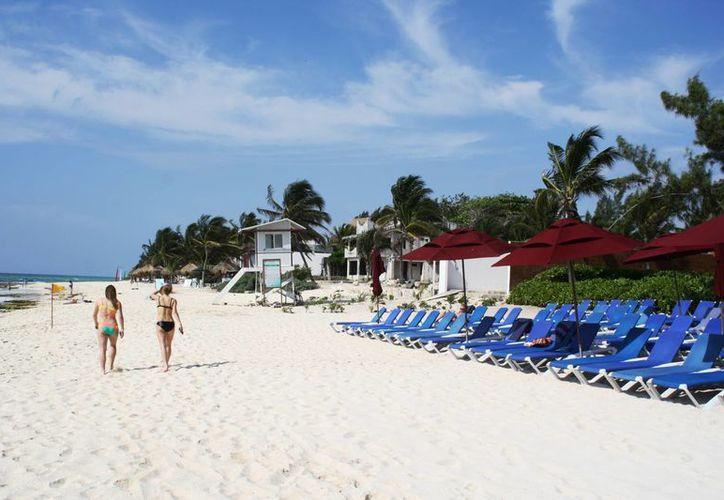 El hotel Viceroy Playa del Carmen retiró la barda que delimitaba el espacio de playa que tiene en concesión. (Octavio Martínez/SIPSE)