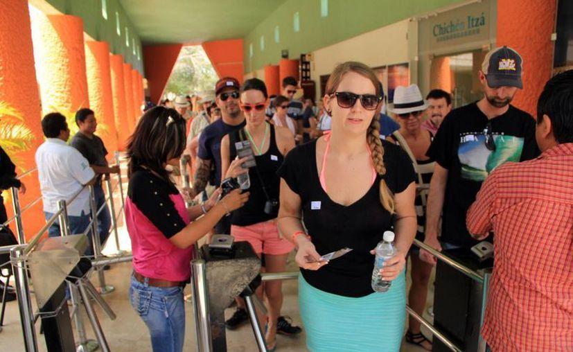 Entrada de turistas a Chichén Itzá. (SIPSE)