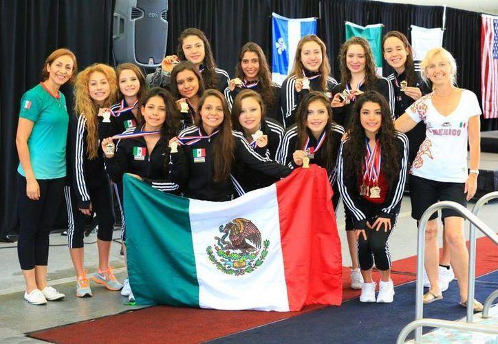 La selección mexicana juvenil de nado sincronizado consiguió dos medallas de oro, una de plata y una de bronce en el Abierto de Estados Unidos. (Milenio Novedades)