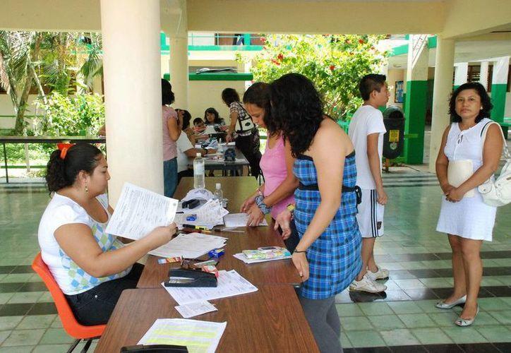 Los padres deberán acudir con la documentación requerida para solicitar la cédula de inscripción. (Redacción/SIPSE)