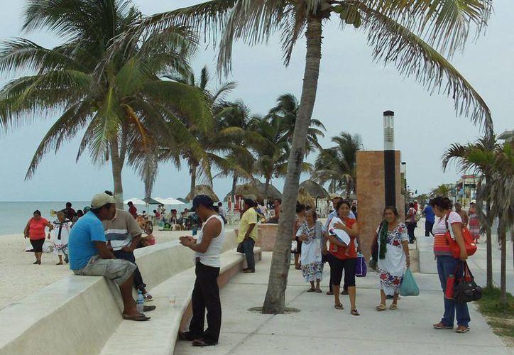 Muchas familias festejaron el Día del Niño en las playas progreseñas. (Manuel Pool/SIPSE)
